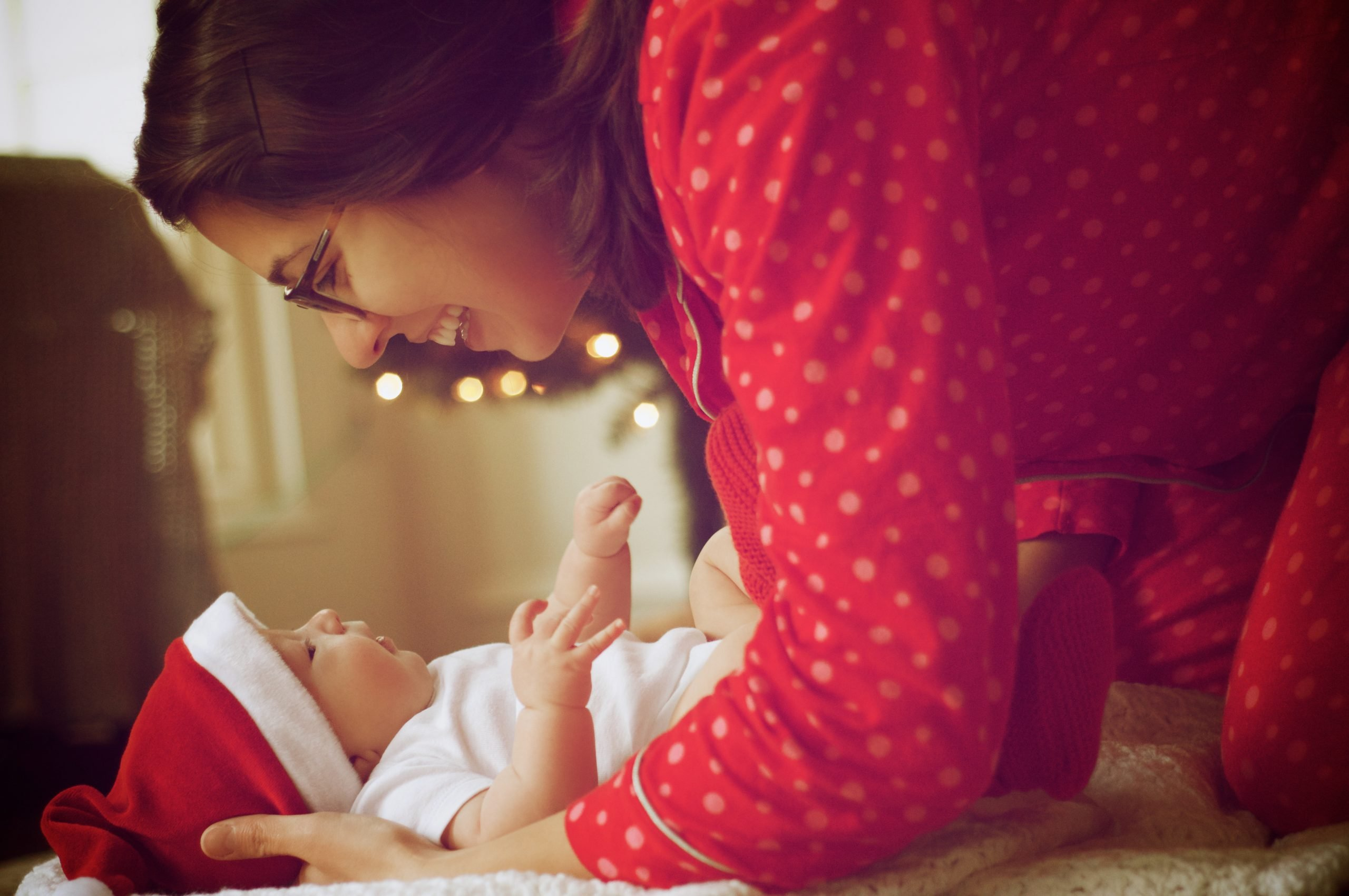 Fun and relaxing tips for Christmas with a newborn!